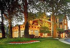 Cleveland's Glidden house front lawn