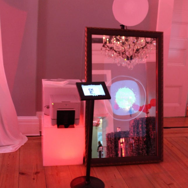 Set up of mirror booth photo booth in a small space