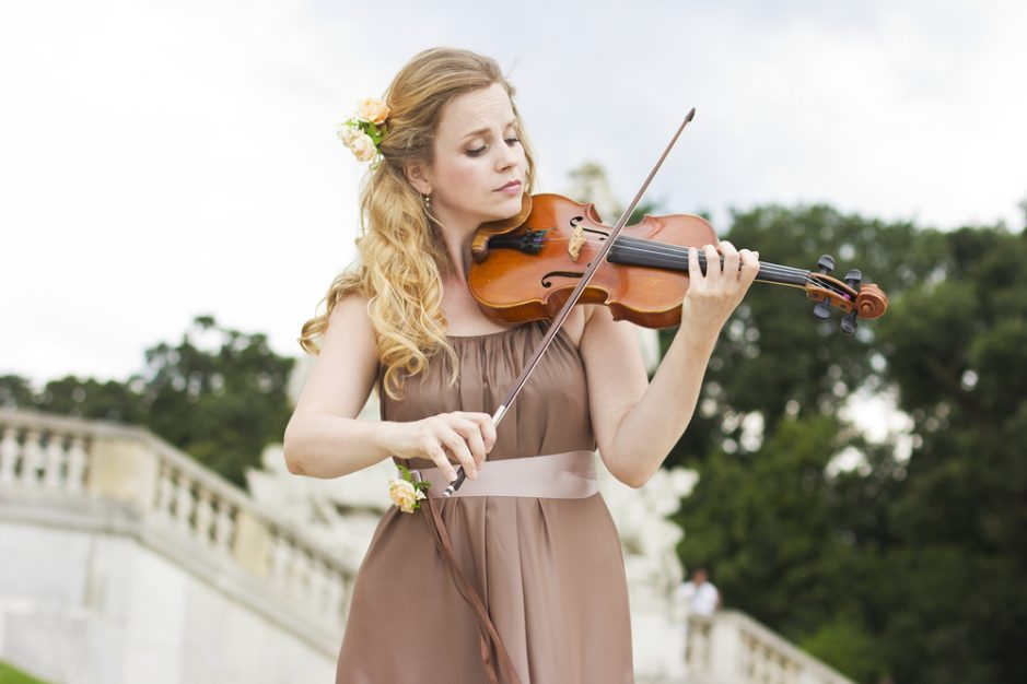Female violinst playing live wedding music, top rated entertainment