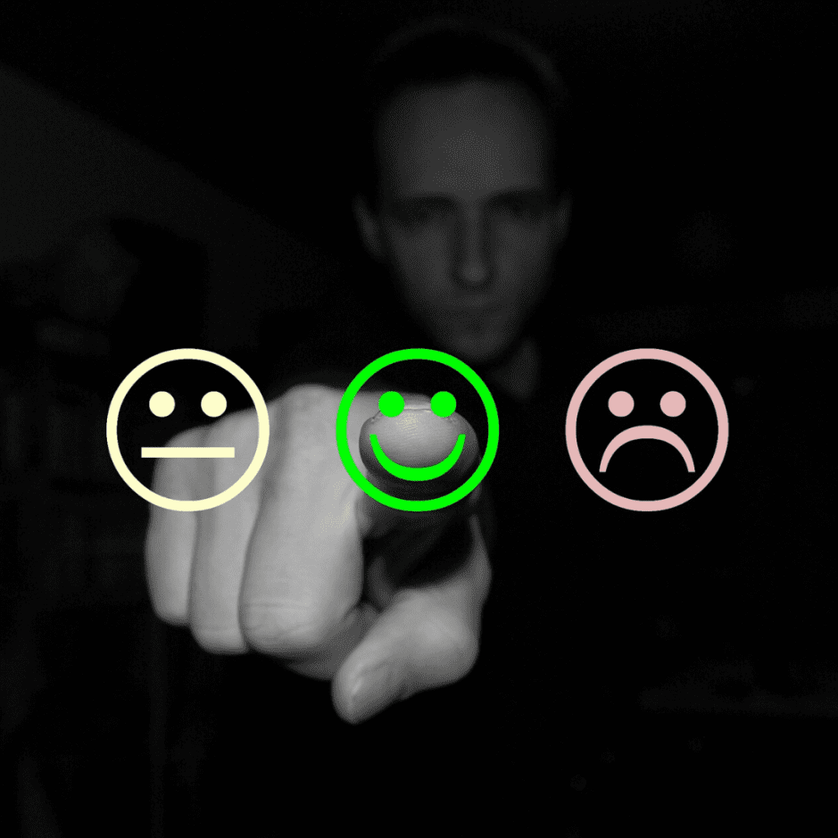 finger pointing to happy emoji due to great wedding entertainment review