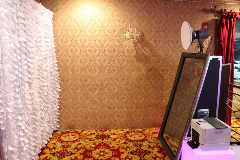 cleveland photo booth, cleveland mirror booth, selfie booth, cleveland selfie booth, cleveland mirror both, mirror booth, selfie station, selfie booth, cleveland ohio photo booth, cleveland ohio mirror booth,mirror booth white feather backdrop, best photo booth in cleveland